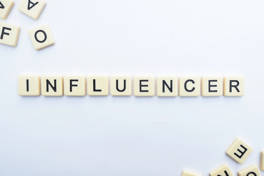 Advantages & Disadvantages of Being an Influencer